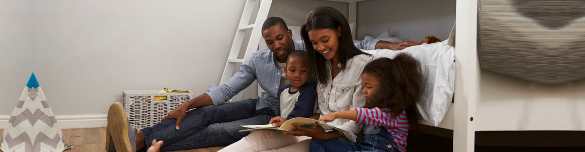 couple with two kids reading